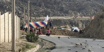 Así se encuentra la carretera El Alto-Achocalla-Mallasilla. Foto: Vecinos