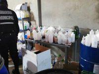 (VIDEO) Hallan fábrica ilegal de alcohol en gel; comían en el mismo lugar que lo preparaban